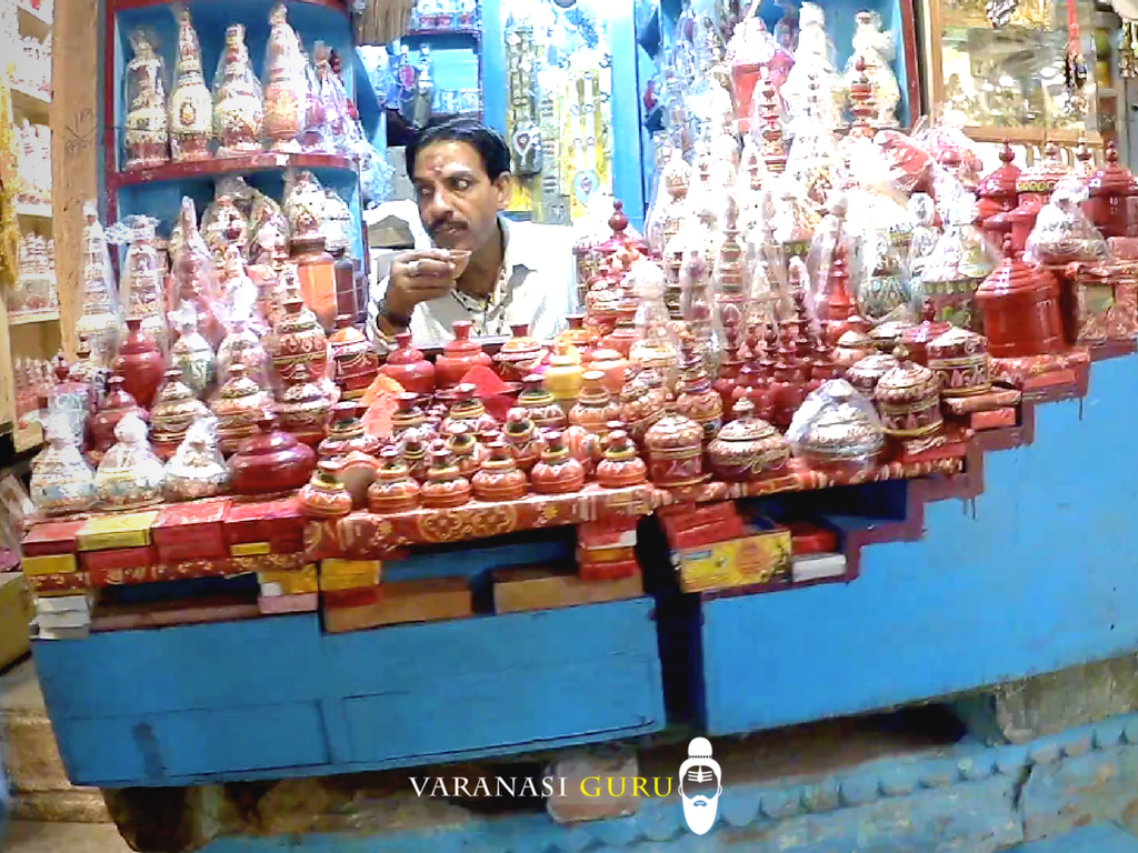 A shop selling wooden items in Vishwanath gali