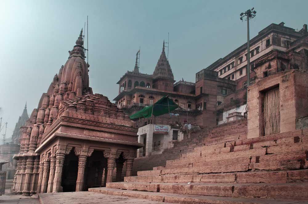 Varanasi tilting temple
