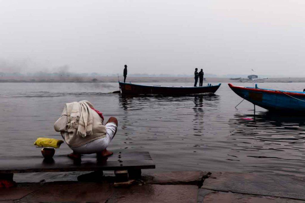 illegal Diesel Boats in varanasi river